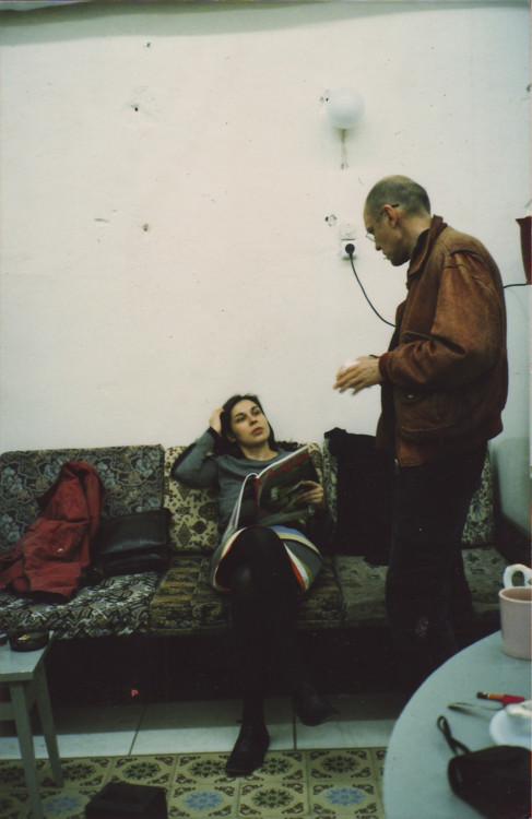 Яна Быстрова Олег Тистол в мастерской, Москва, конец 1980-х годов. Автор фото неизвестен. Предоставлено Яной Быстровой