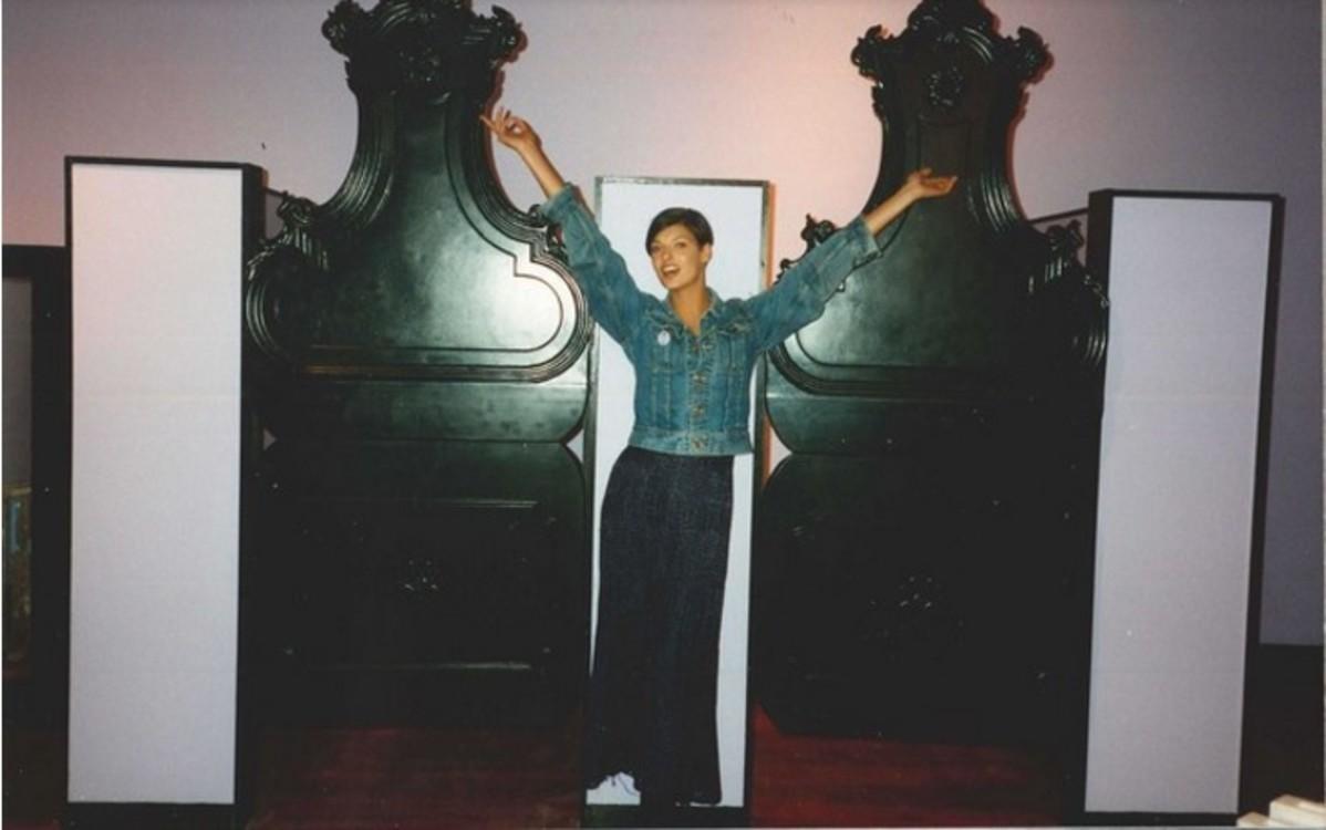 Линда Евангелиста на открытии магазина Anna Sui в 1992 году