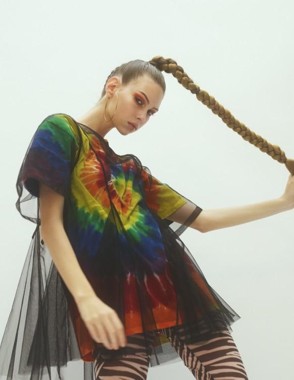 Топ Molly Goddard, топ Beyond Retro, легінси Ganni, сережки – власність стиліста