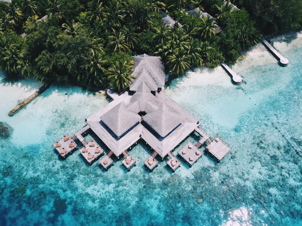 """Ресторан """"Aqua"""" на курорте Coco Bodu Hithi Maldives"""