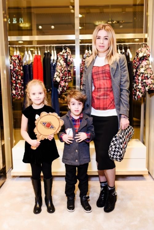 Елена Бурба с детьми Никой и Максимом