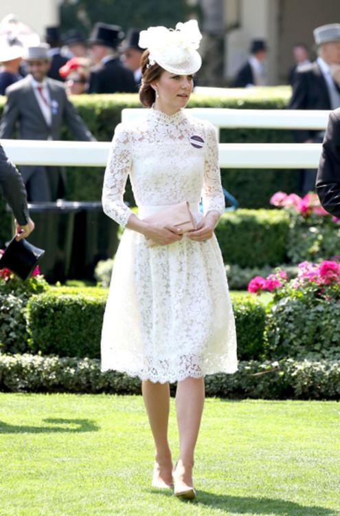 Кейт Миддлтон в кружевном платье Alexander McQueen на скачках Royal Ascot