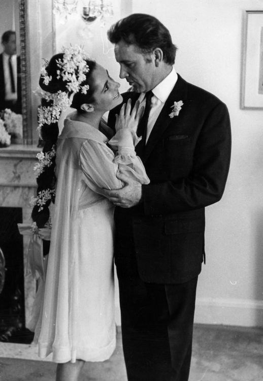 Элизабет Тейлор и Ричард Бартон на своей первой свадьбе в Монреале, март 1964
