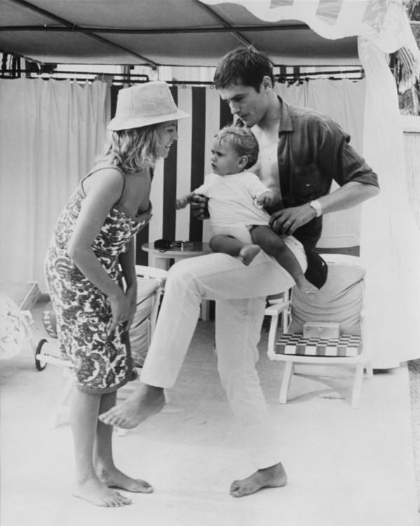 Натали и Ален Делон с сыном в Монте-Карло, 1965 год