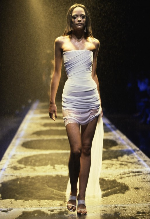 Alexander McQueen весна-літо 1998, фото Кріса Мура