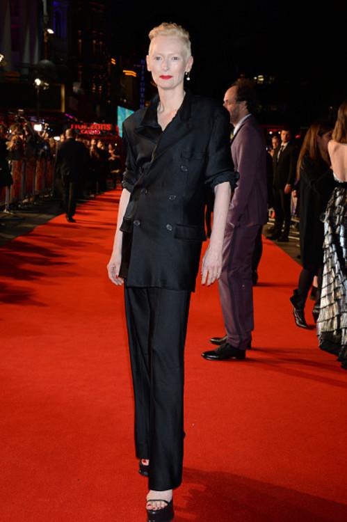 """Тільда Свінтон на прем'єрі фільму """"Суспірія"""" на Лондонському кінофестивалі"""