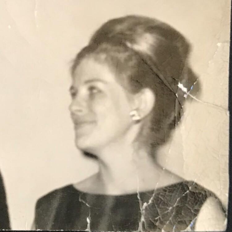 Джулія Робертс опублікувала знімок матері в молодості