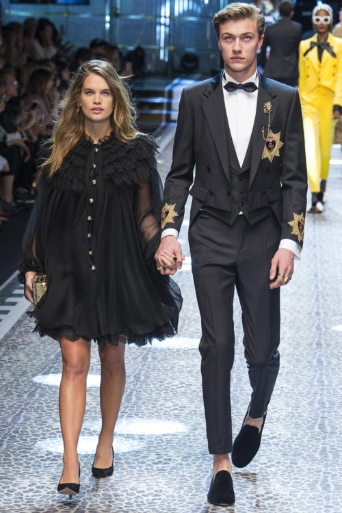 Сторми Бри и Лаки Блу Смит на показе Dolce&Gabbana осень-зима 2017/2018