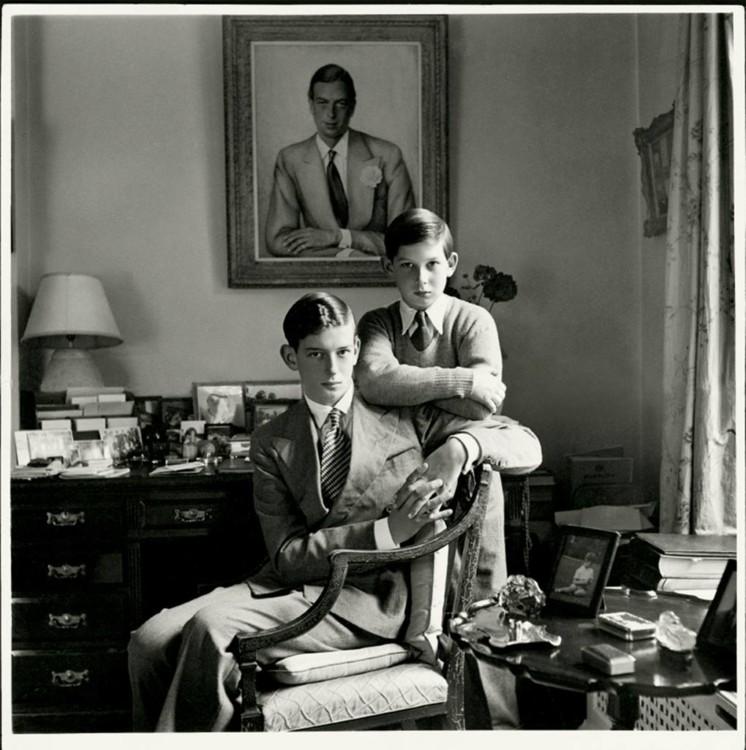 Принц Едвард, герцог Кентський і принц Майкл Кентський, 1952 року народження, фото зроблене в батьківському домі в Букінгемширі