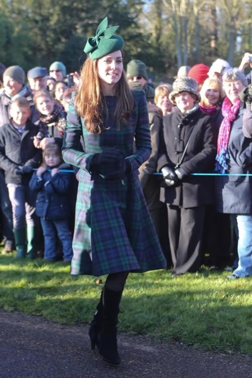 Кейт Міддлтон у пальті Alexander McQueen, 25 грудня 2015 р.