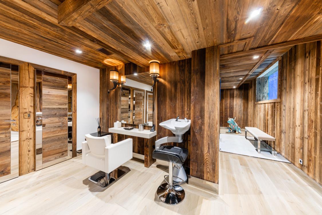 Салон краси з масажним кабінетом