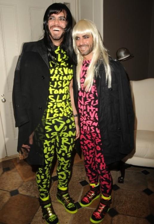 Марк Джейкобс и Лоренсо Мартон в стиле  80-ых годов на тематическом Хэллоуине, 2009