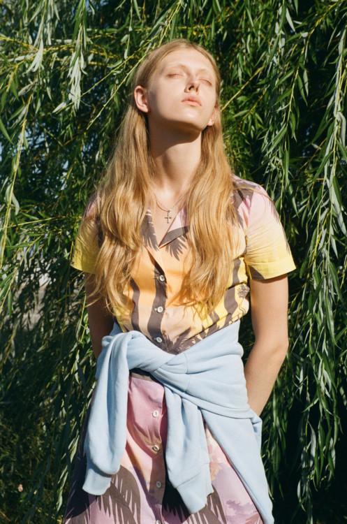 Ксения Шнайдер в новом сезоне вспоминает об отдыхе на Черном море и вдохновляется эстетикой украинских пляжей