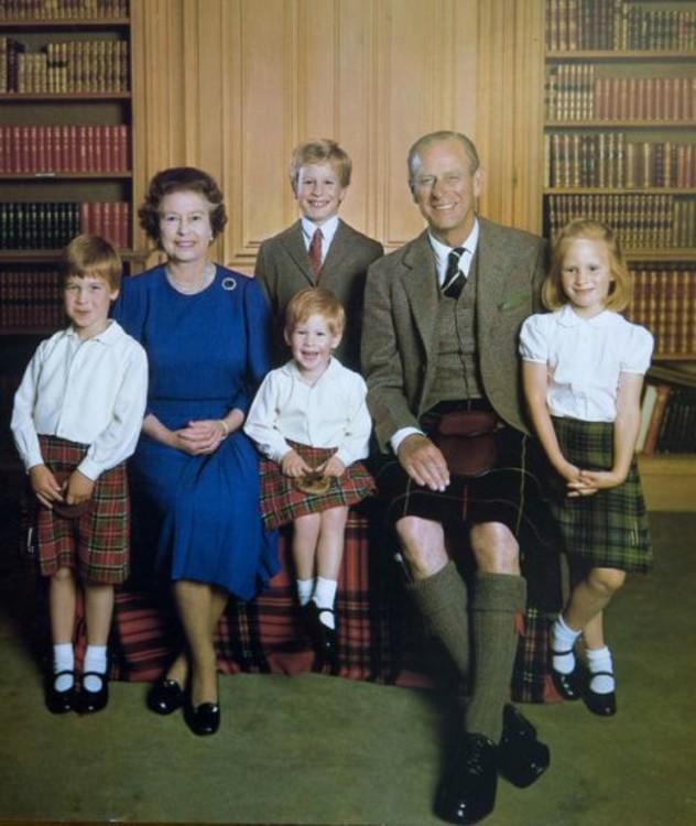 Рождественская открытка королевы Елизавета II и принца Филиппа с внуками, 1987