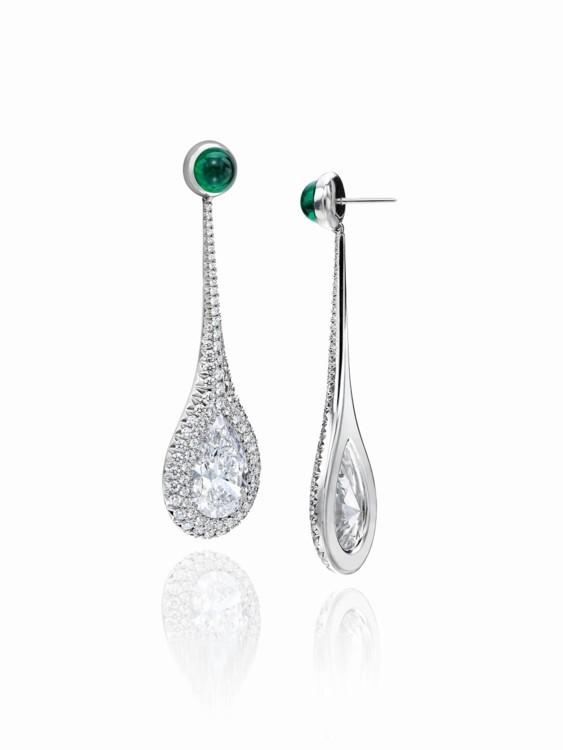 Серьги с грушевидными бриллиантами весом в 10,11 карат и изумрудами кабошонами весом в 2,66 карат