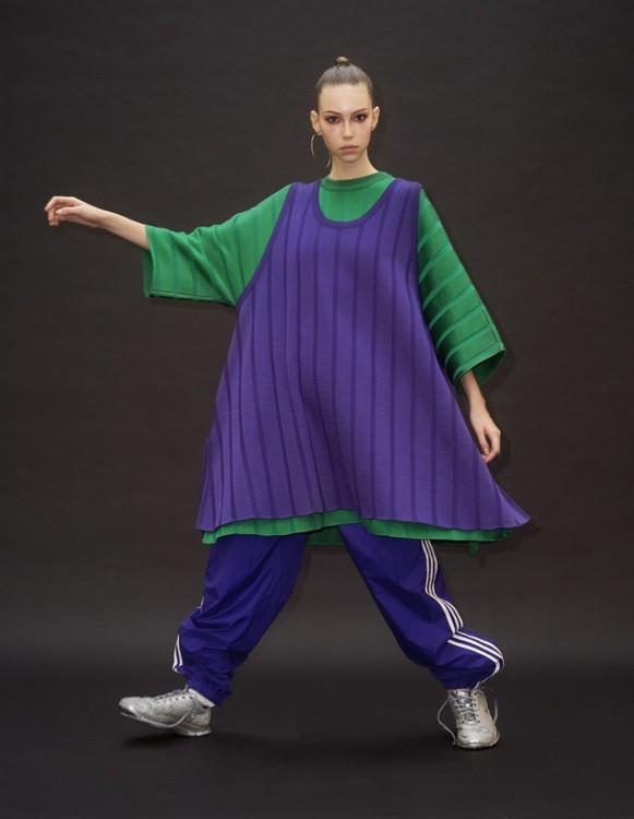 Сукня і топ – Marni, взуття Beyond Retro, кросівки – Nike, кастомізовані стилістом, сережки – власність стиліста
