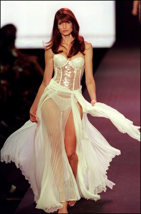 Шоу Victoria's Secret, 2000
