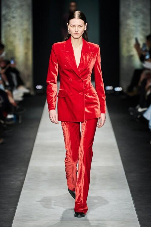 Все оттенки красного в коллекциях осень-зима 2020/2021 фото