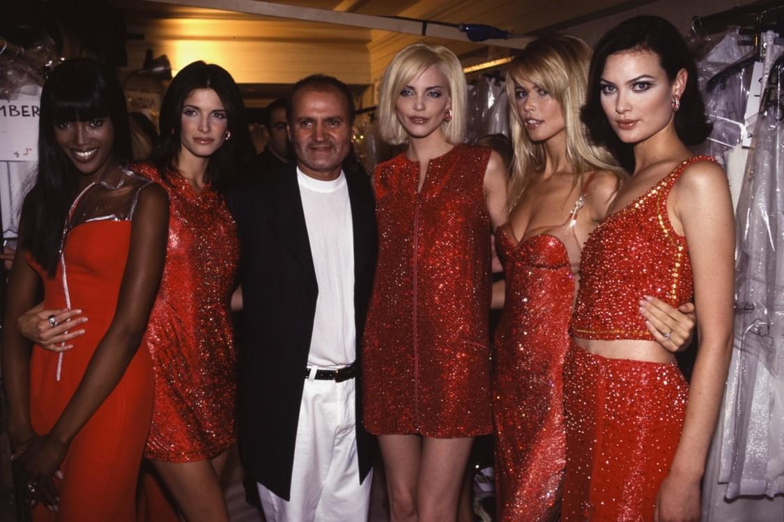 Наоми Кэмпбелл, Стефани Сеймур, Джанни Версаче, Надя Ауерманн и Клаудиа Шиффер, Versace Haute Couture осень-зима 1995/1996, Париж