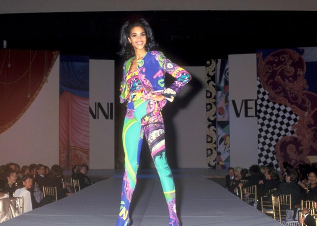 Вероника Уэбб в Versace на гала-шоу AmFAR в Нью-Йорке в феврале 1992 года
