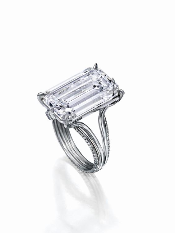Кольцо с белым бриллиантом в 12.39 карат, цвет D, тип IIa, платина