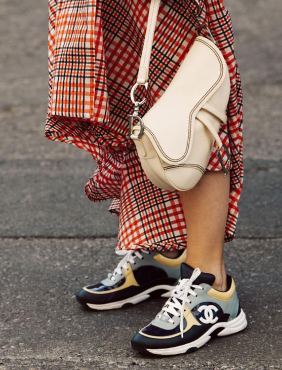 Дизайнерские кроссовки (+ 2211% по запросам пользователей)