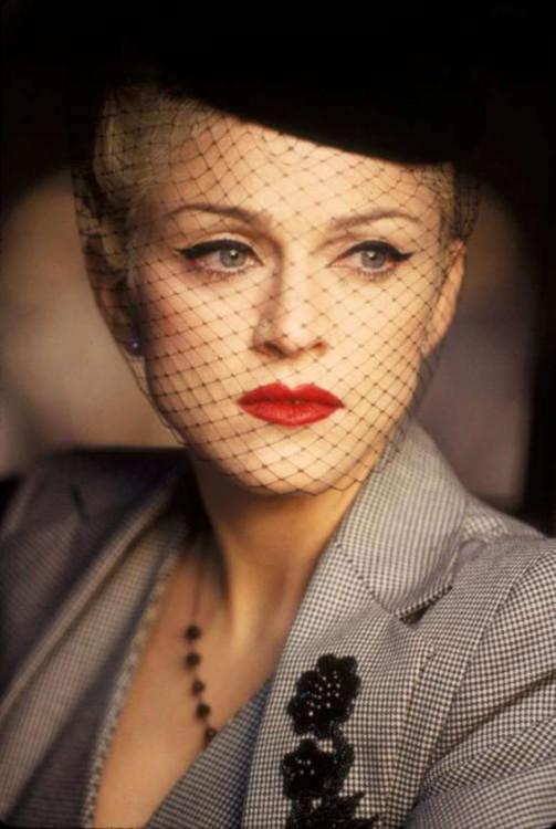 """1994. Мадонна в клипе Take a Bow. Это период, когда Мадонна снимается в фильме """"Эвита"""", где играет главную роль Эвы Перон"""