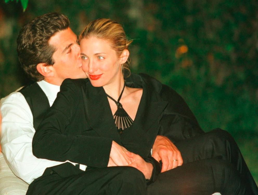 Джон Ф. Кеннеди-младший и его жена Кэролин Бессетт на ужине в Белом доме 1 мая 1999 года