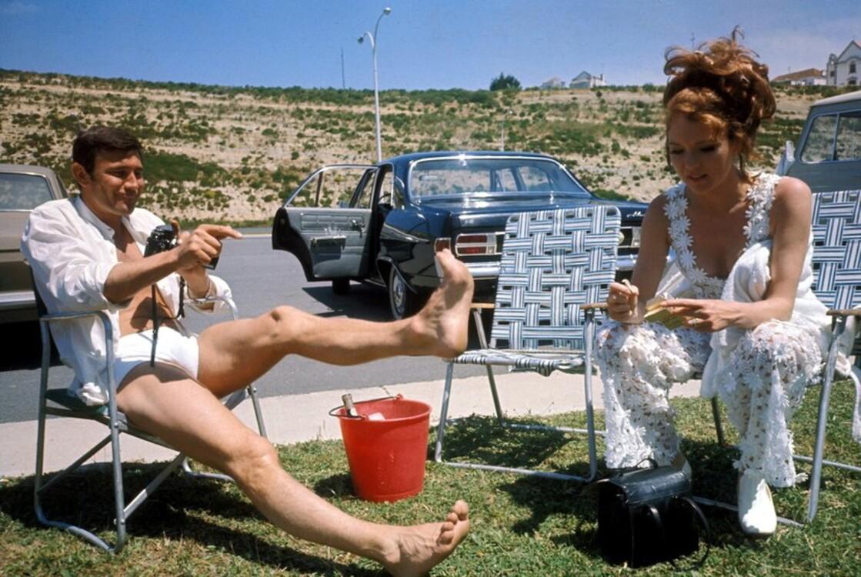 """Даяна Рігг і Джордж Лезенбі на зйомках фільму """"На секретній службі Її Величності"""", 1969"""
