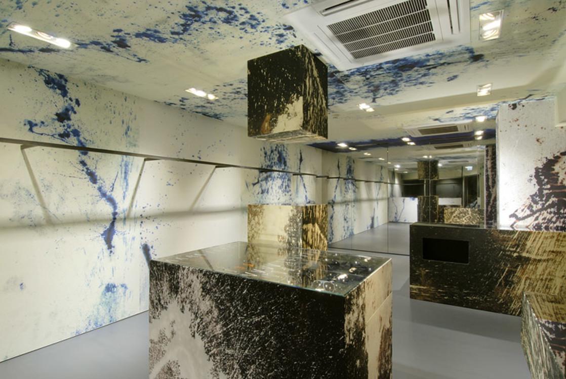 Бутик Рафа Симонса в Токио создан художником Стерлингом Руби