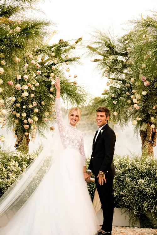 5b8cd88a785a3 - Кьяра Ферранья и Fedez поженились: 3 платья от Dior