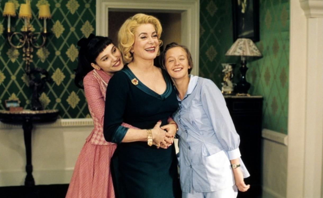 "Катрін Деньов у фільмі ""8 жінок"", 2002"