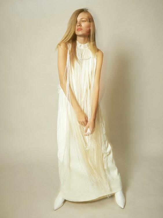 Платье Jil Sander и обувь Stuart Weitzman