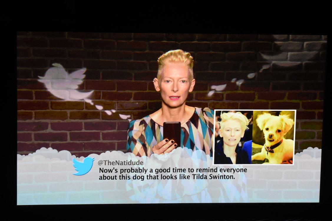 Тильда Суинтон читает твитт о себе