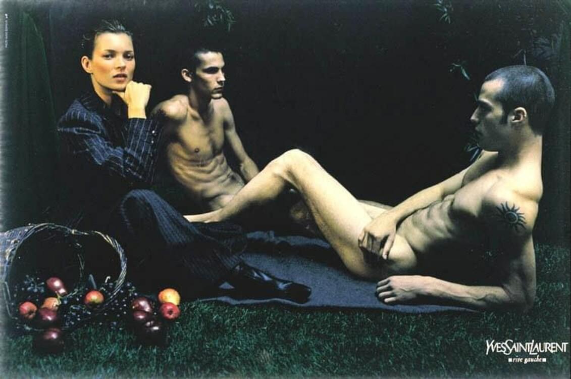 Кейт Мосс в объективе Марио Сорренти для рекламной кампании коллекции Альбера Эльбаза для Yves Saint Laurent Rive Gauche. Источником вдохновения съемки стала картина Эдуарда Мане «Завтрак на траве»