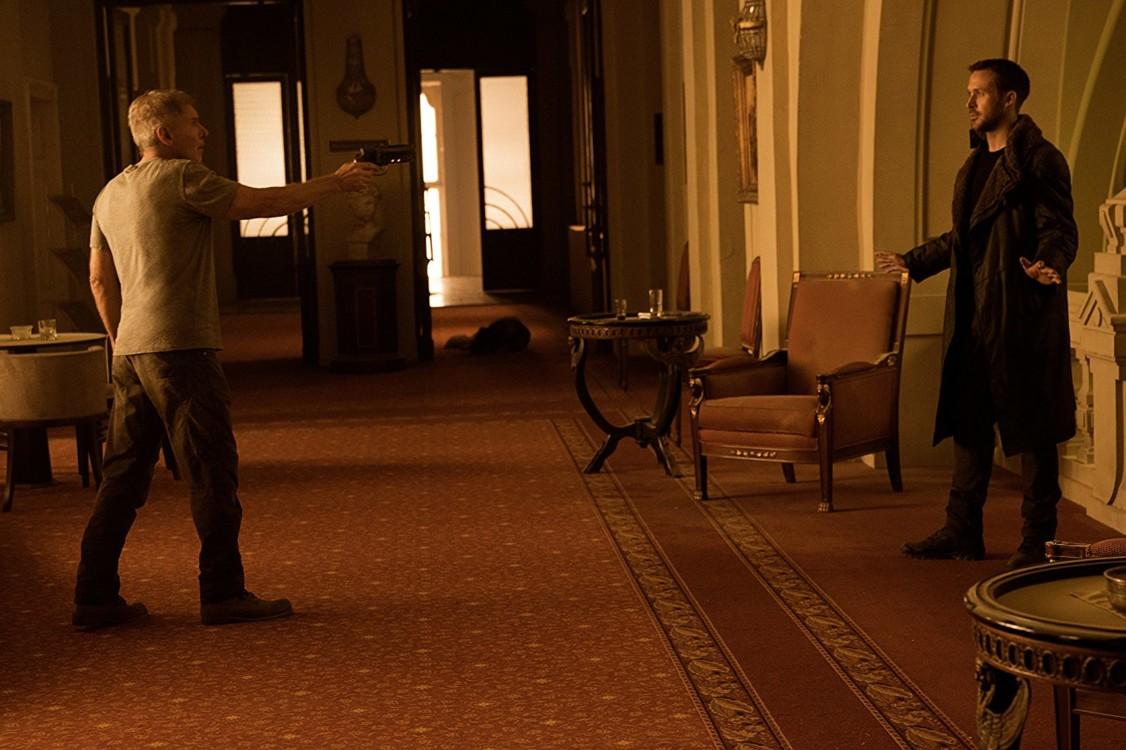 """Гаріссон Форд і Раян Гослінг у фільмі """"Той, що біжить по лезу 2049"""", 2017"""