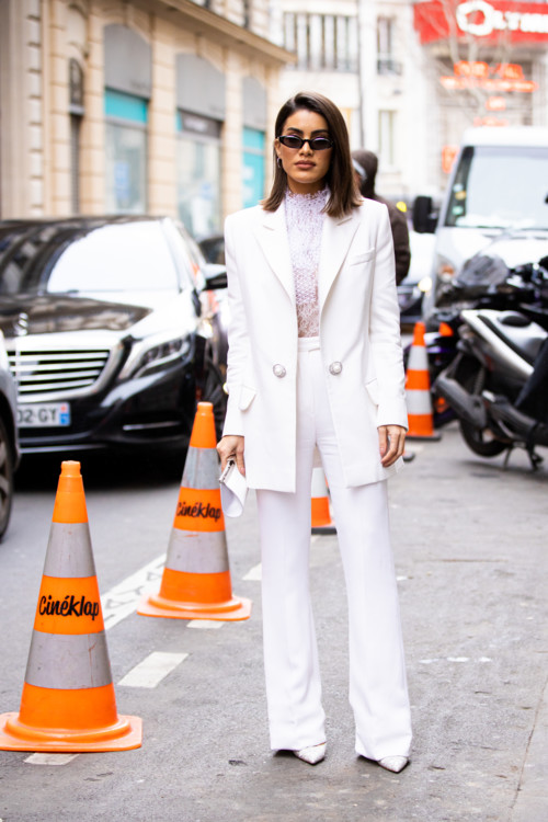 Как носить белые брючные костюмы этой осенью фото примеры осень 2020 фото