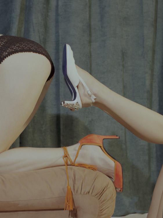 Замшевые босоножки, Pierre Hardy; трусы из шелка и вискозы, Saint Laurent by Anthony Vaccarello. Справа: сатиновые туфли, Koché