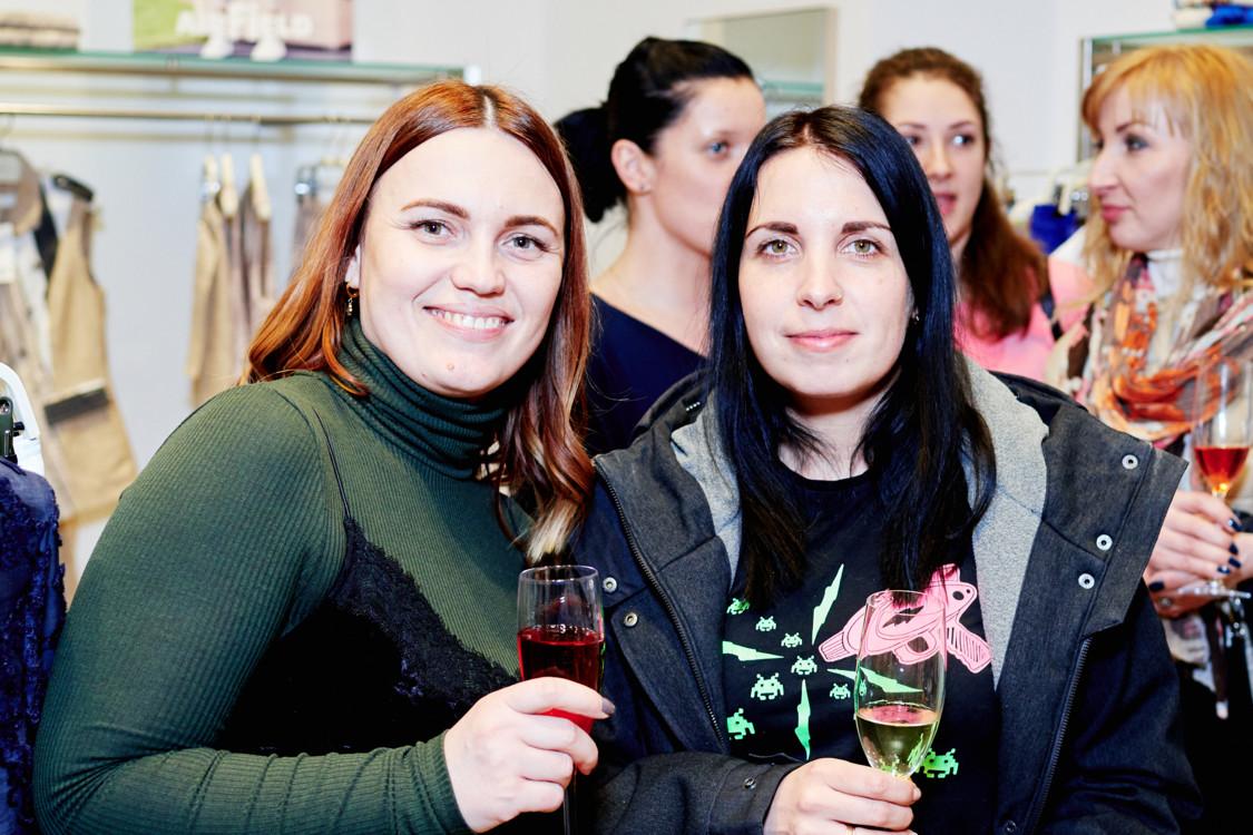 Наталья Оленич с подругой