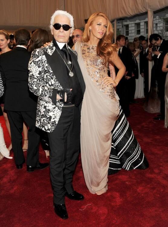 Карл Лагерфельд и Блейк Лайвли в Chanel, MET Gala 2011