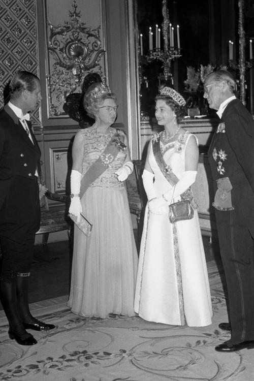 Єлизавета II на вечорі з королевою Юліаною і принцом Бернгардом у Віндзорському замку, 1972 рік