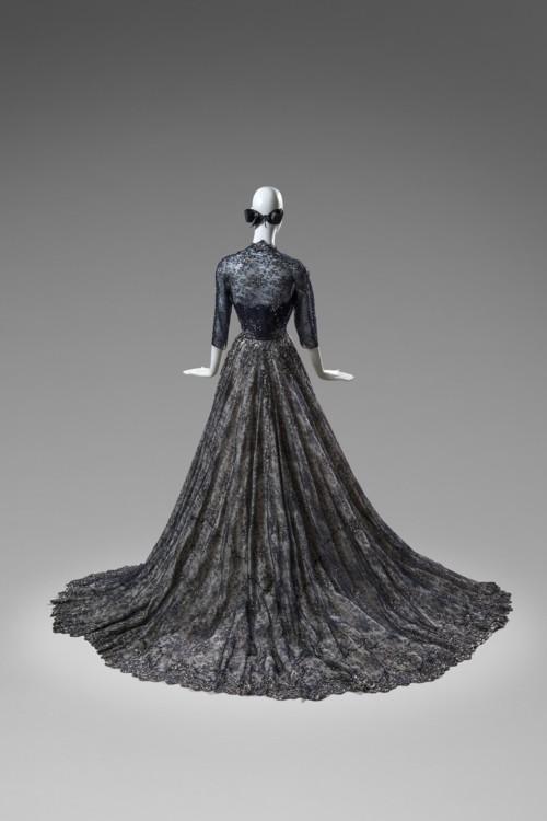 Бальное платье и болеро из кружева шантийи и атласа, 1952