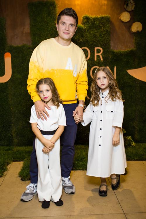 Анатолий Анатолич с дочерьми