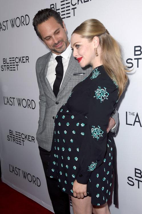Аманда Сейфрид с мужем Томасом Садоски, март 2017 года