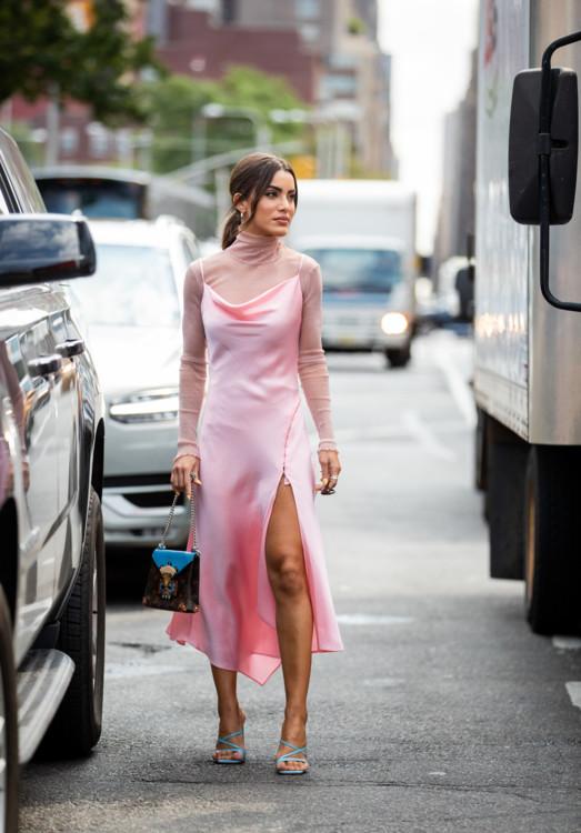 С чем носить платье-комбинацию стрит стайл фото лето 2020 фото