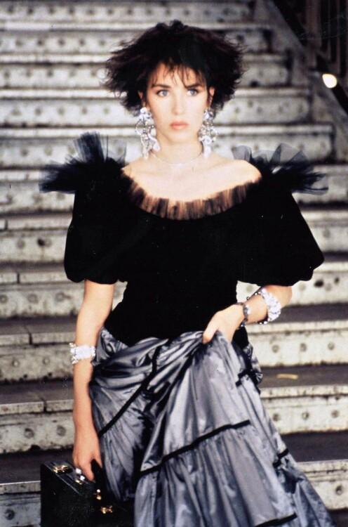 Изабель Аджани в Yves Saint Laurent в фильме Люка Бессона «Подземка», 1985