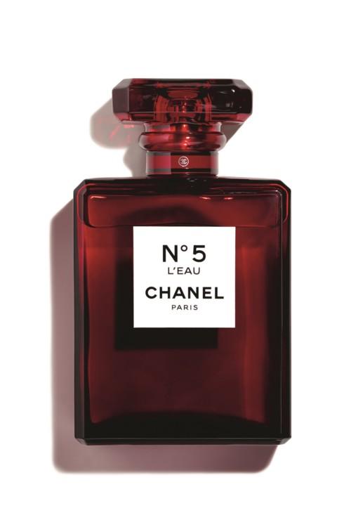 № 5 Eau de Parfum, Chanel, с нотами иланг-иланга, ириса и альдегидов