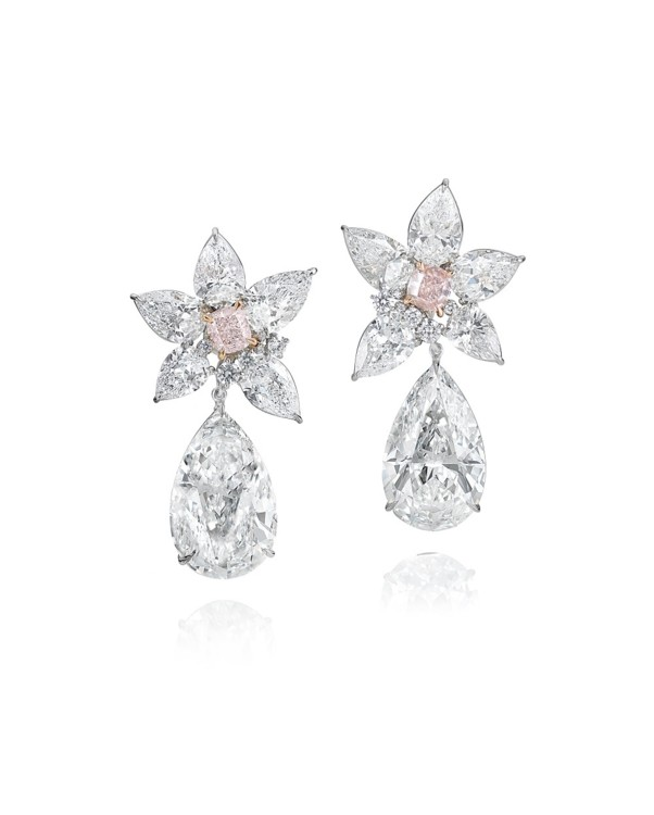 Серьги с центральными розовыми бриллиантами в 12 карат и белыми грушевидными бриллиантами в 41,39 карата