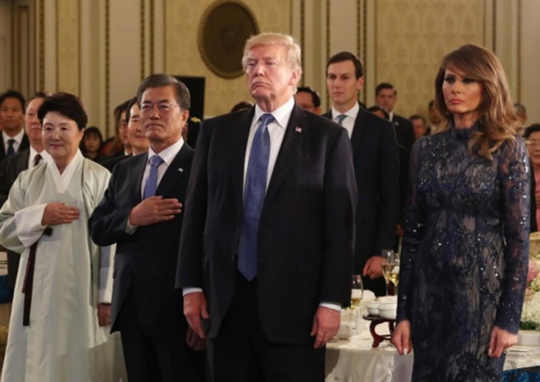 Мелания Трамп в платье J.Mendel