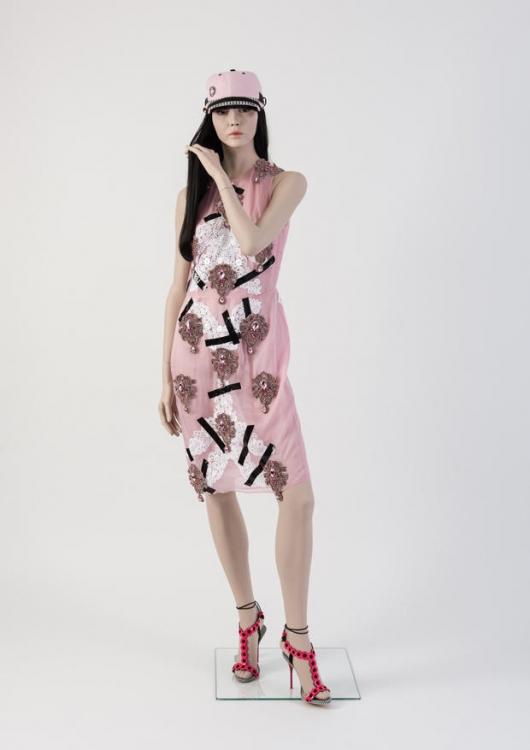 Платье с аппликацией из кружева и кристалов. Christopher Kane, 2013